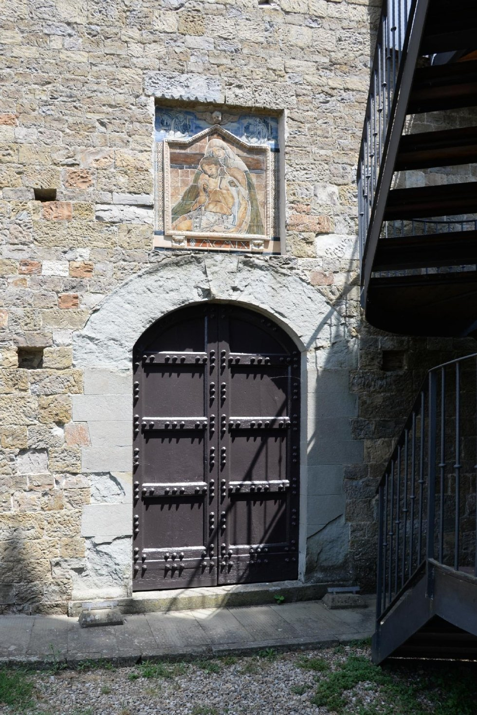 Chiesetta adiacente al castello
