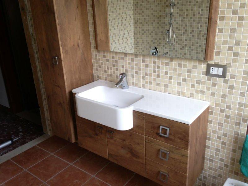 un lavabo in un bagno