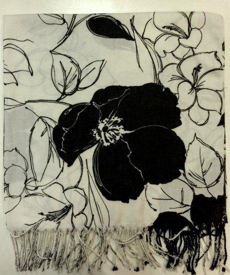 Una sciarpa di color bianco e nero