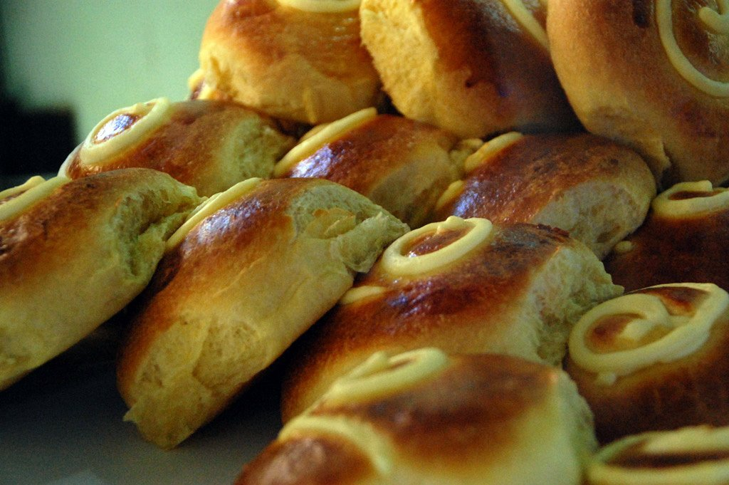 brioche siciliana con crema gialla