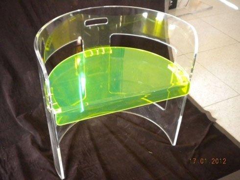 sedia in plexiglass colorato