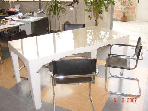 tavolino in plexiglass laccato bianco