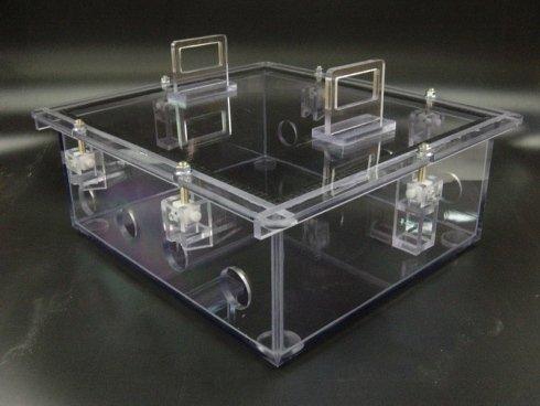 scatola forata in plexiglass