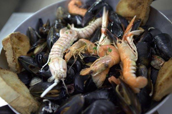 piatti di molluschi e crostacei