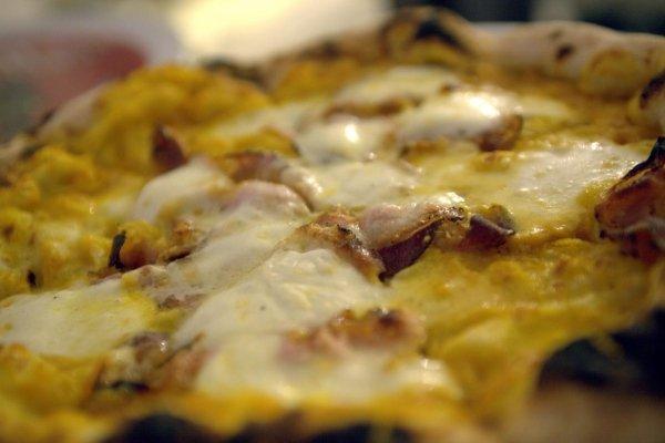 pizza cotta al forno a legna Tavarnelle Val Di Pesa