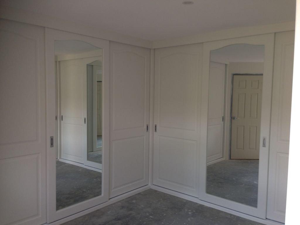 corner vinyl wrap with sliding doors and mirrors