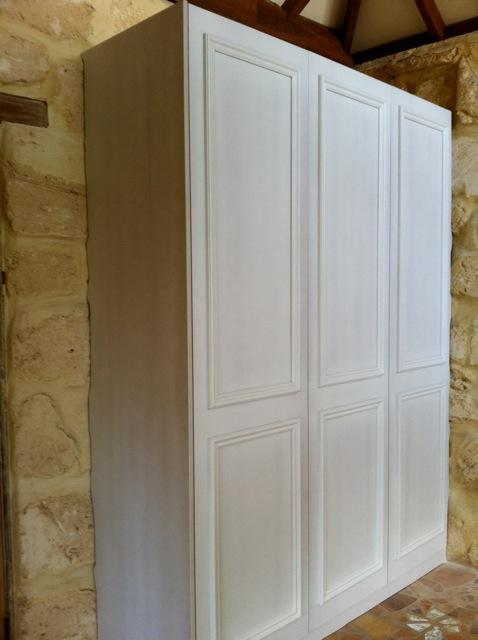 hinged doors with moulding unpainted