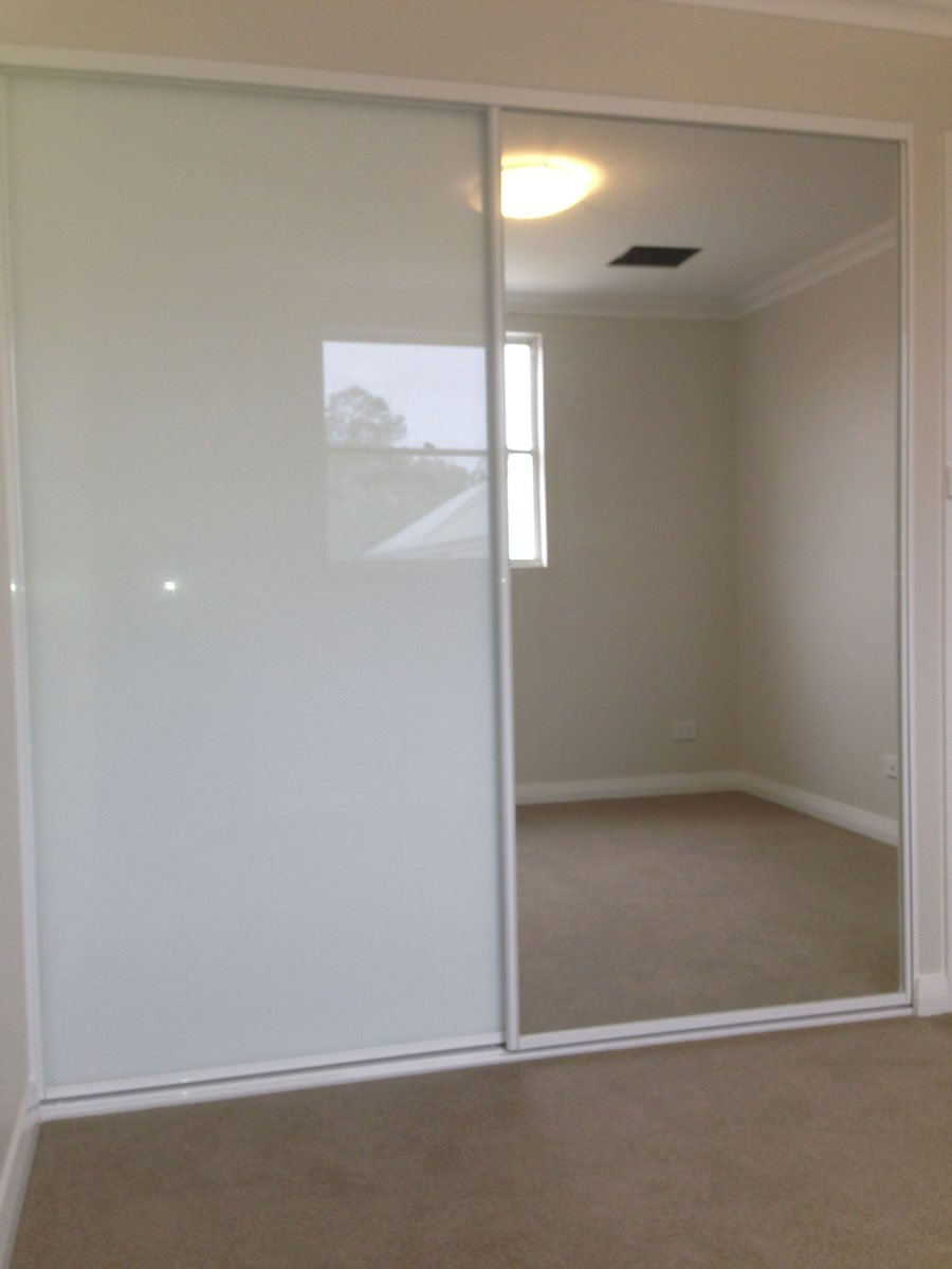ultra white glass with one mirror