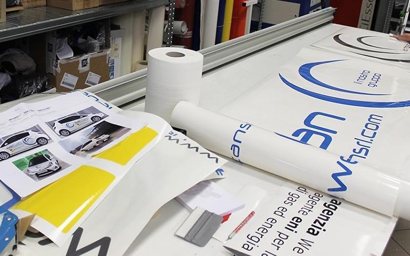 Materiale per adesivazione