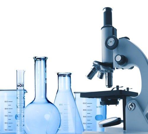 microscopio e provette da laboratorio