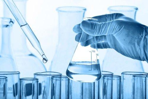 varie provette e strumenti di laboratorio