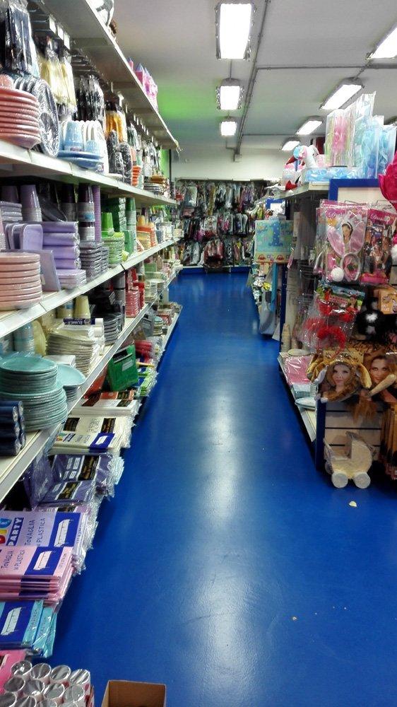 corridoio di un negozio di giocattoli