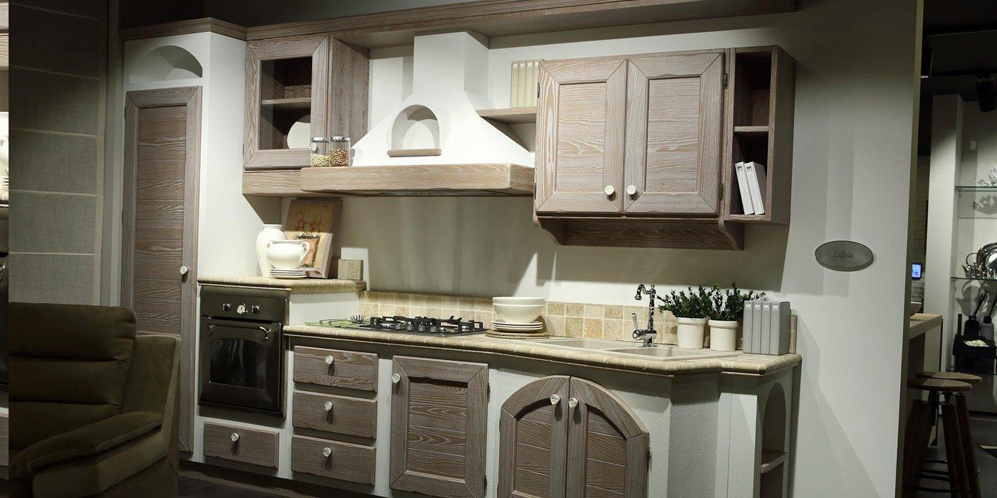 cucina moderna con arredamento in legno