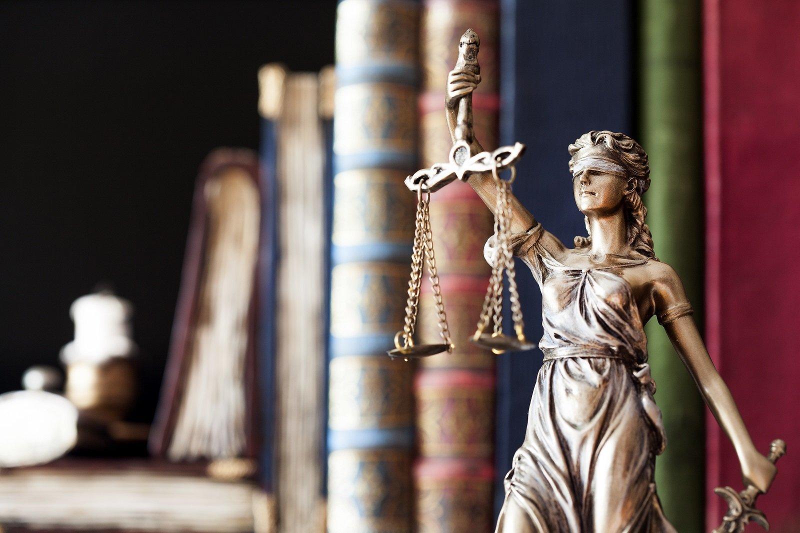 giustizia con bilancia