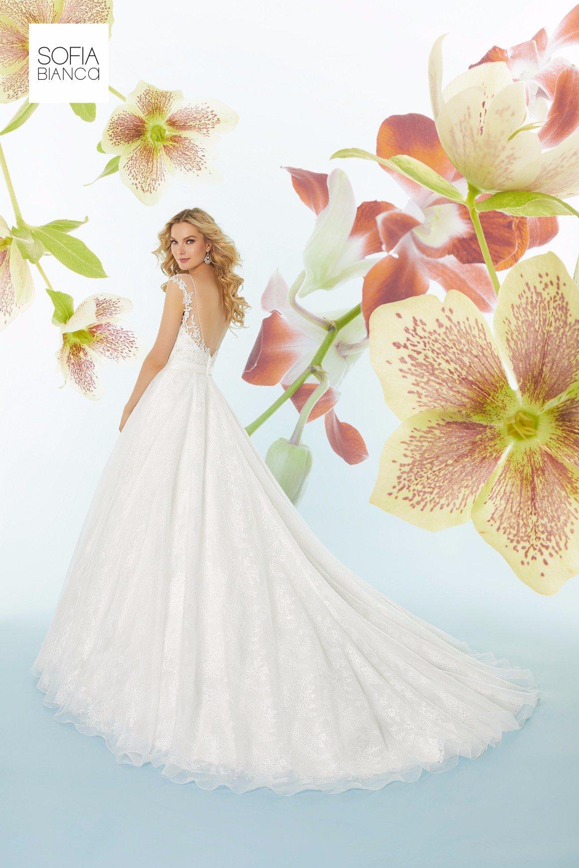 Abito da sposa bianco, in stile principessa, realizzato su misura