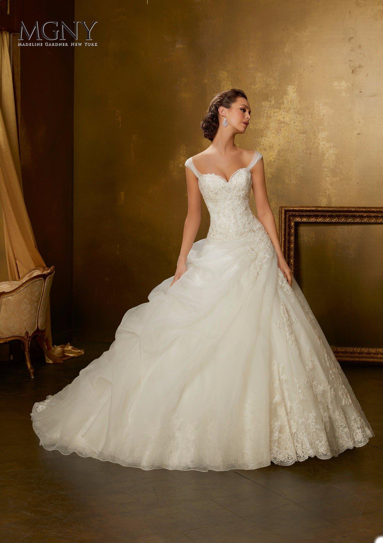 Sposa con abito bianco