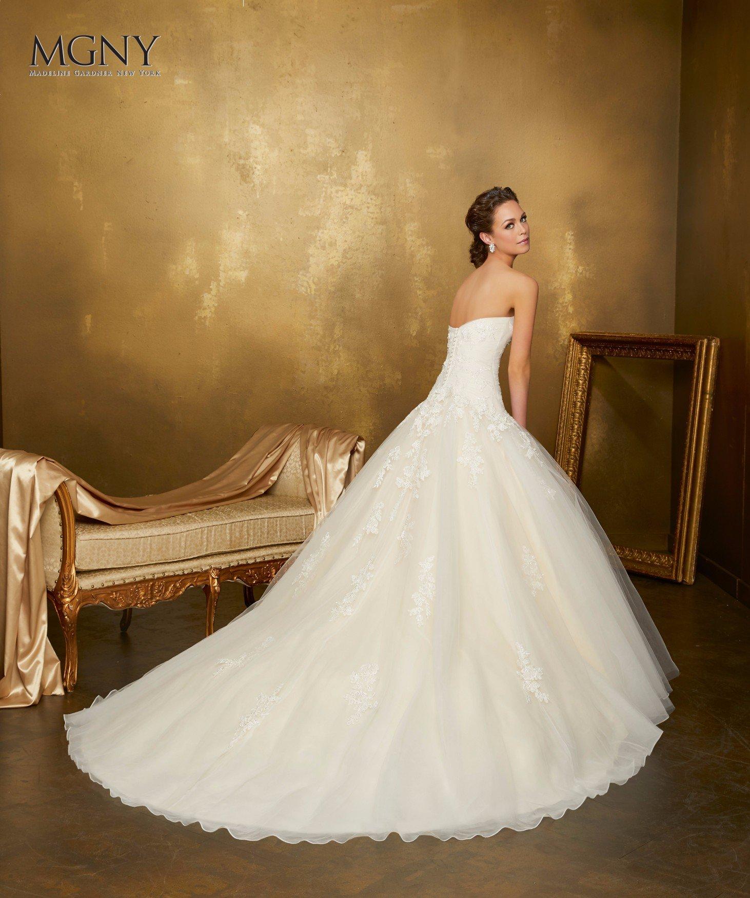 Abito da sposa bianco in stile sirena
