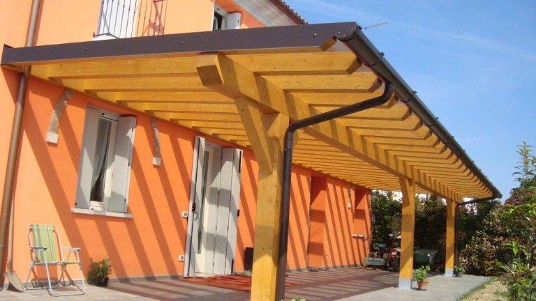 portico con copertura in policarbonato compatto