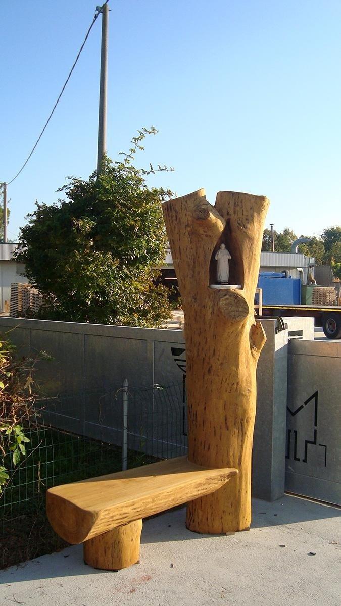 scultura in legno con panca annessa