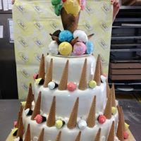 torta piu piani con coni gelato