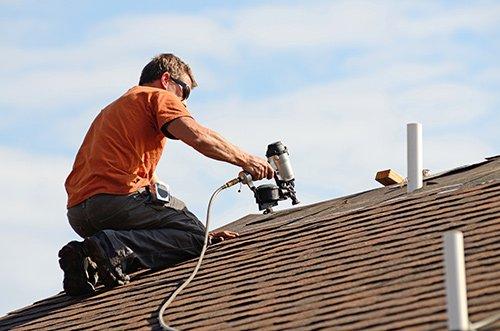 Expert doing roofing work in Kent