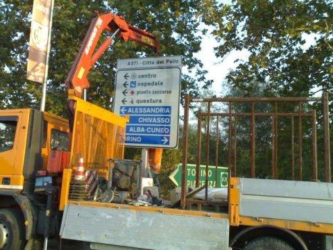 installazione cartelli stradali