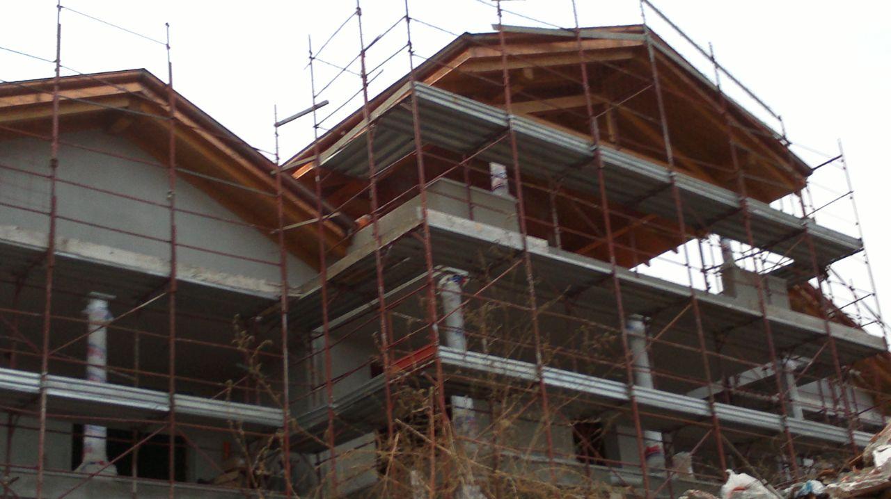 opera di alttoenria di un casa in costruzione