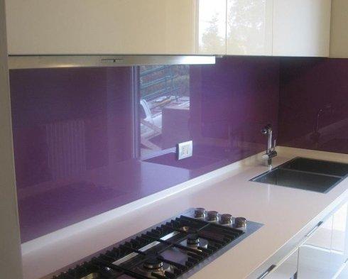 rivestimento in vetro di una cucina