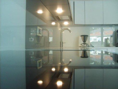 rivestimento in vetro del pianale cucina