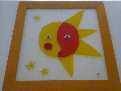 decorazione in vetro rappresentante un sole e una luna