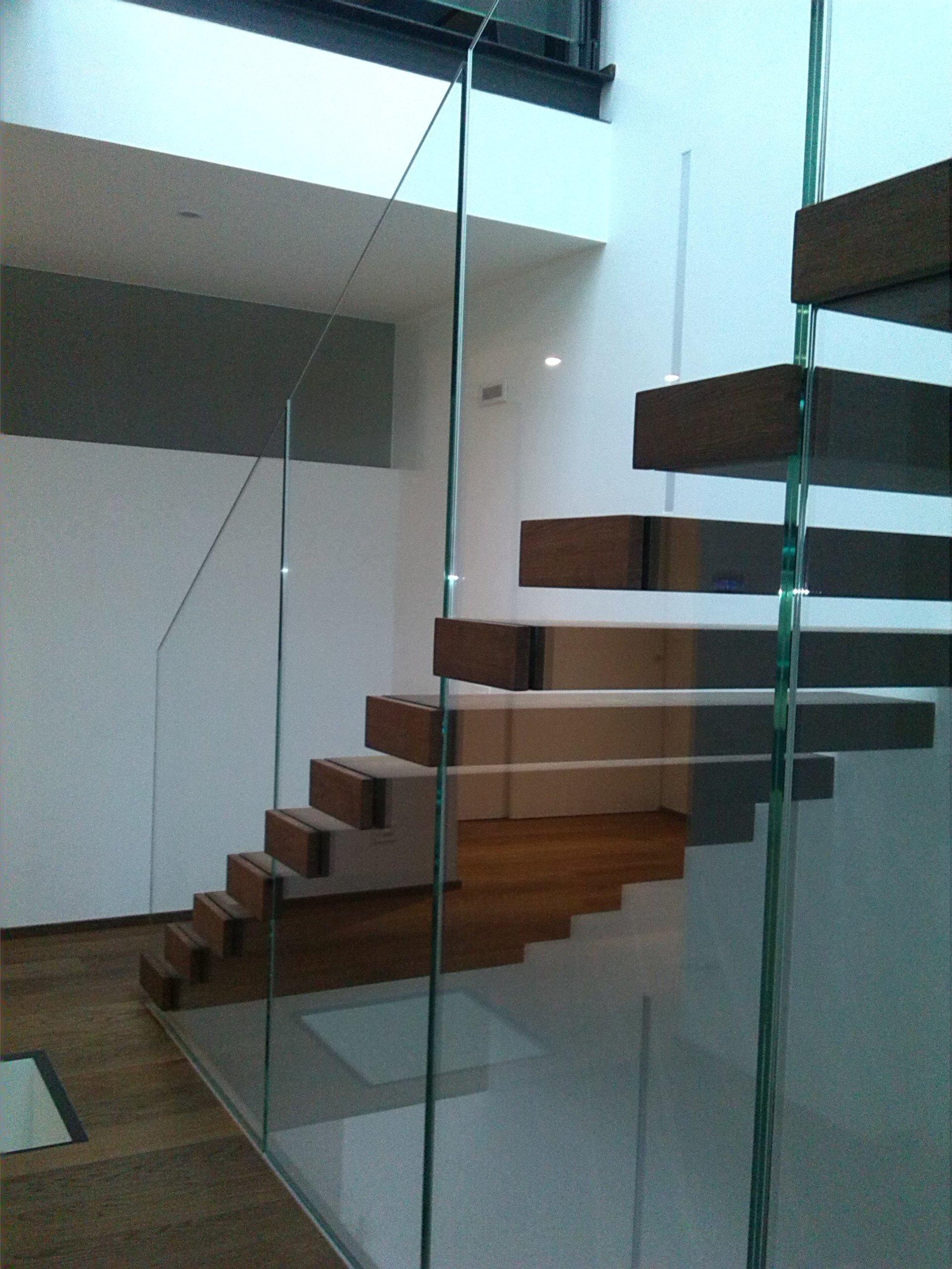 scale con poggiamano in vetro