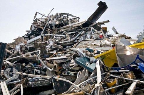 Raccolta di rifiuti in ferro