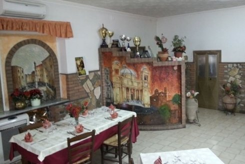 Sala della pizzeria.