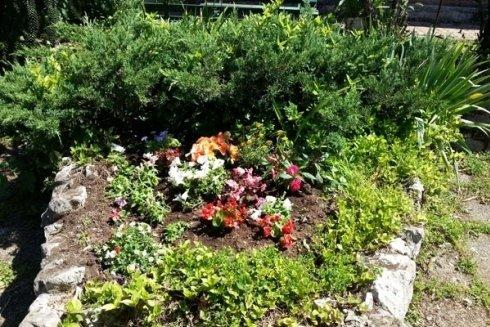 Ristorante con giardino.