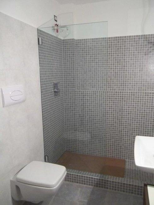Contattaci per avere pareti su misura per il tuo box doccia.