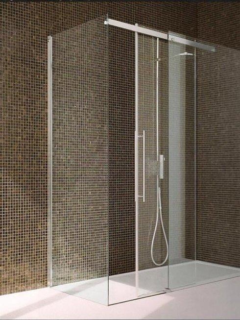 Produciamo ed installiamo pareti in vetro per box doccia.