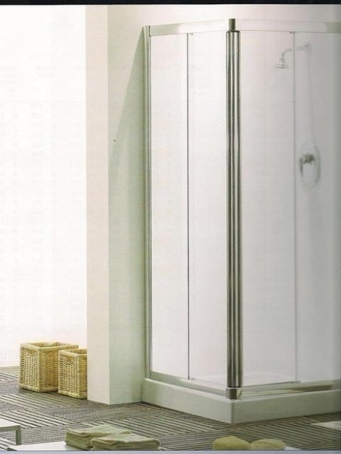 Produzione vetri per box doccia.