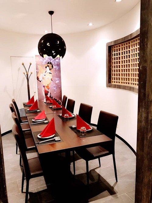 Un tavolo del ristorante giapponese