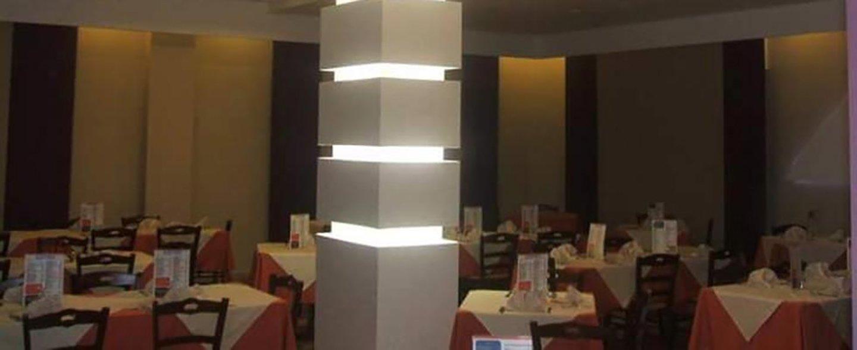 una sala di un ristorante