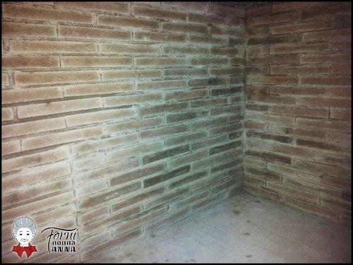 interno di un forno con le pareti in mattoni