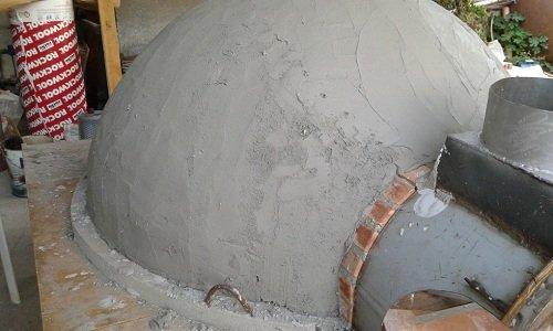 un forno a forma d'arco con vista del cemento