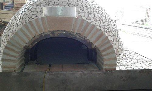 un forno in pietra a mosaico