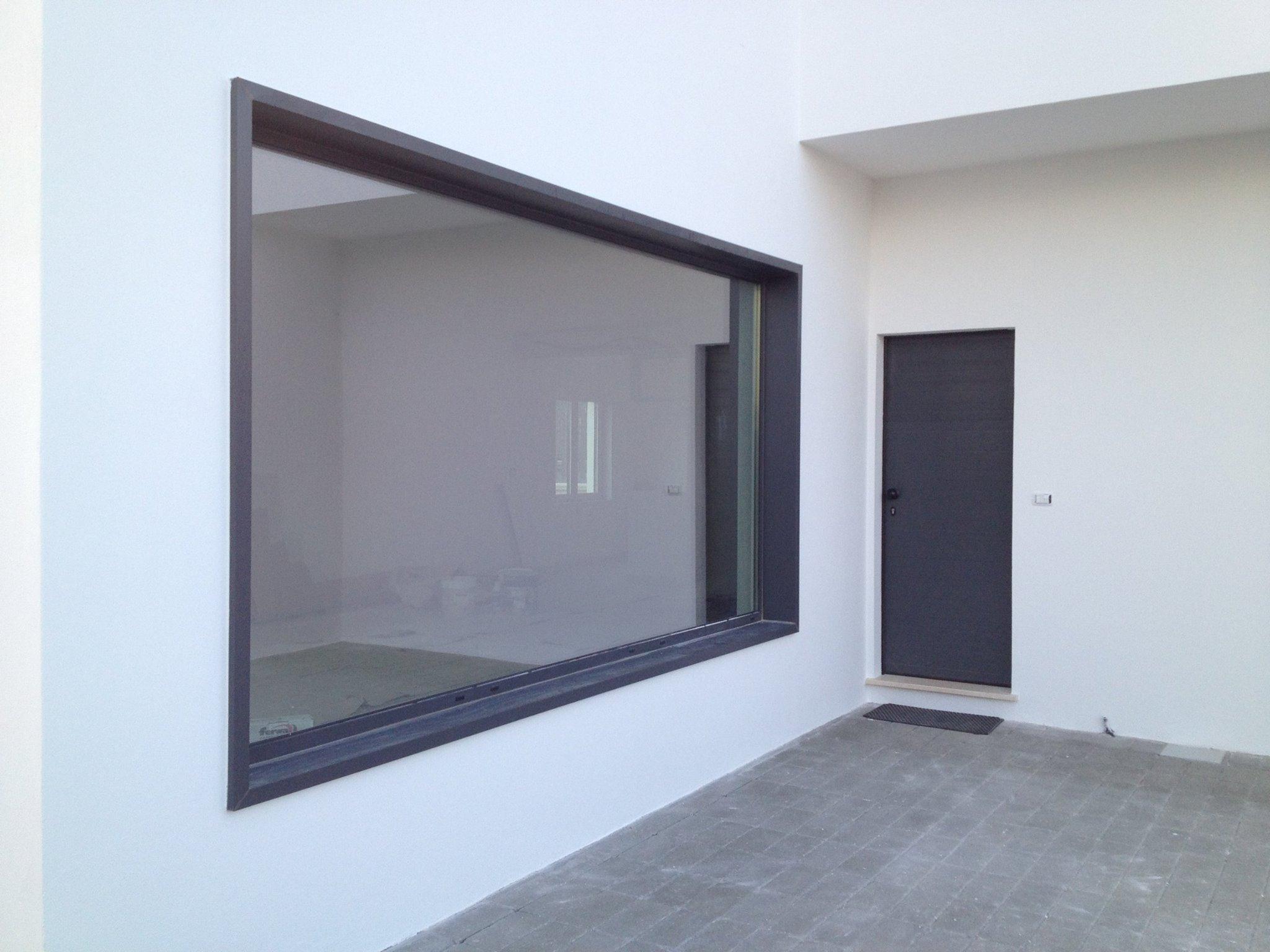 vetrata laterale