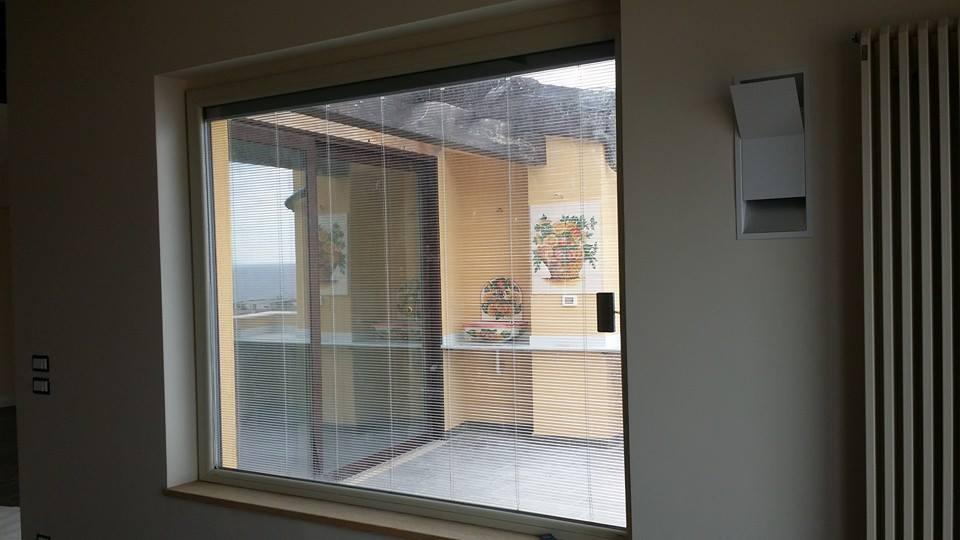 finestra con zanzariera