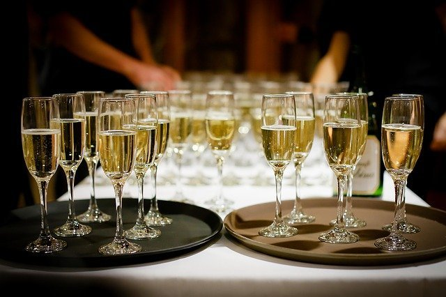 Alcohol and Your Wedding: Your Options