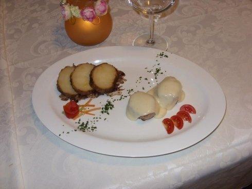 medaglioni di filetto di maiale con fonduta di castelmagno