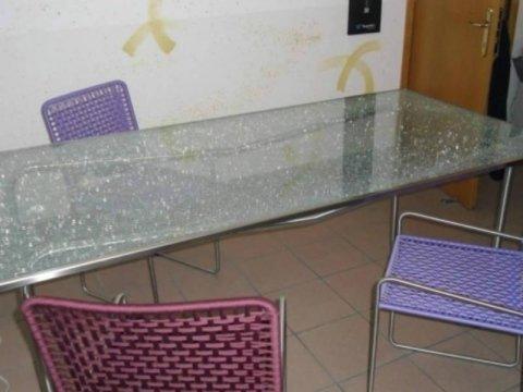tavolo e sedie in acciaio