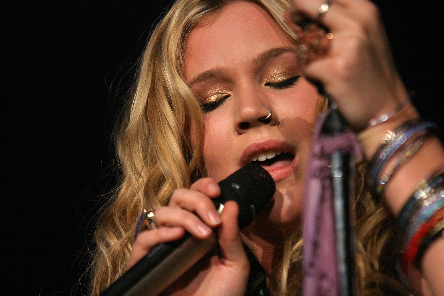 Joss Stone @ Plymouth Pavilions 10th December 2005 - www.leapimages.co.uk