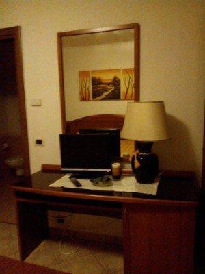 Angolo della camera singola con tutti i comfort