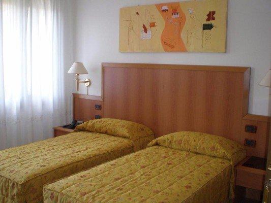 Camera doppia con due letti signoli